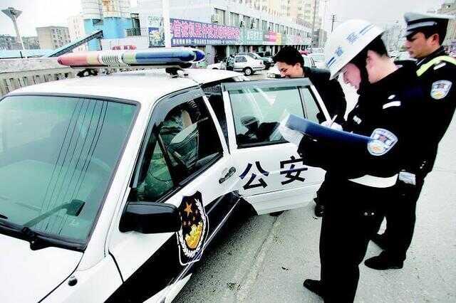 涉恶逃犯藏匿西港,中国民警耐心将其劝返